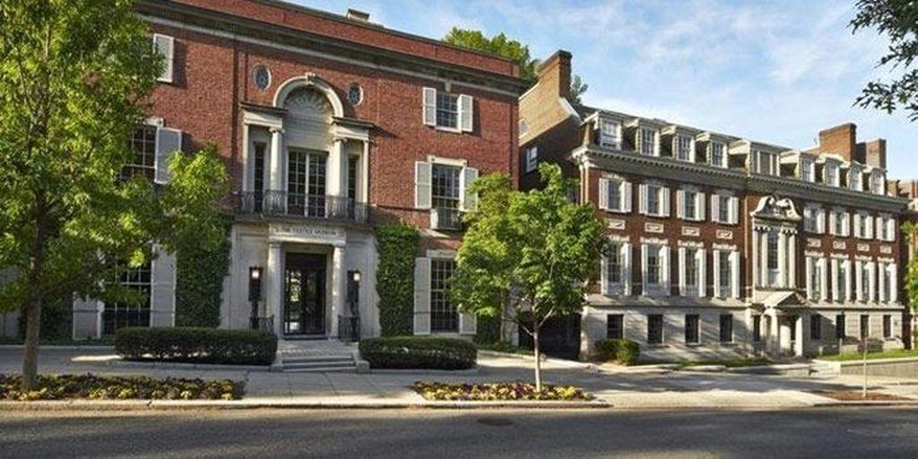1. Rumah Mewah Bekas Museum: Bezos punya sebuah rumah di Washington yang dulunya adalah museum tekstil. Dia menghabiskan USD 23 juta membelinya pada tahun 2016. Kabarnya setelah renovasi, rumah itu punya 11 kamar, 25 kamar mandi, 5 ruang tamu dan 2 lift. Foto: istimewa