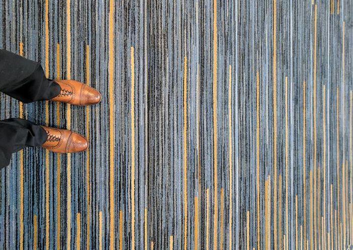 Tentu ini bukan desain karpet yang tepat untuk tangga. Salah lihat bisa jatuh. Istimewa/Boredpanda.