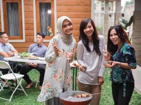 8 Bahaya Kesehatan Jika Wanita Terlalu Banyak Makan Daging