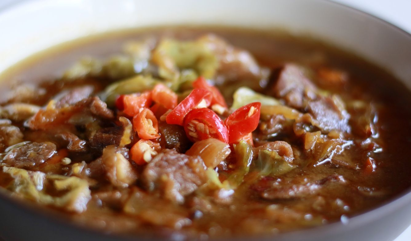 Tongseng. Goat meat stew cooked with sweet soy sauce, coconut milk, shredded cabbage and tomatoes. Commonly found in Indonesian region of Central Java, from Surakarta to Yogyakarta.