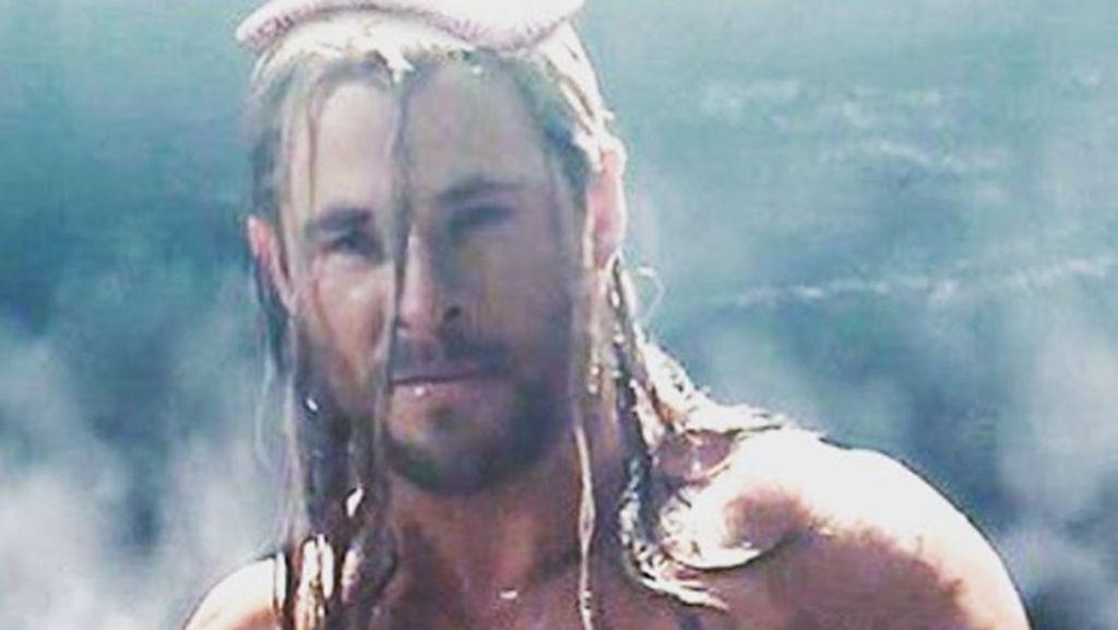 Chris Hemsworth Lebih Berotot untuk Perankan Hulk Hogan