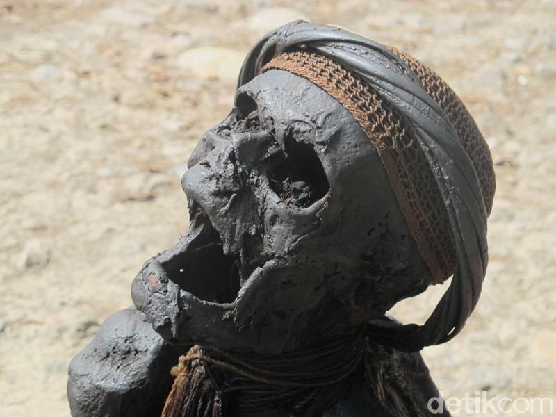 Tradisi kematian di Papua salah satunya adalah berupa jenazah dijadikan mumi. Ada 5 suku di Papua dengan tradisi tersebut yakni suku Mek di Pegunungan Bintang, suku Dani di Lembah Baliem, suku Moni di Intan Jaya, suku Yali di Kurima dan suku Mee di Dogiyai (Afif Farhan/detikcom)