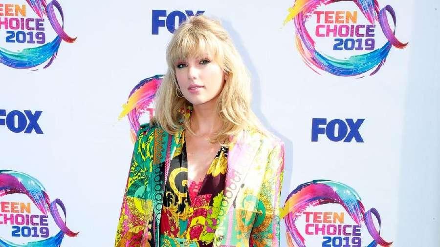 Usai Berpesta, Taylor Swift Hadiri Teen Choice Awards