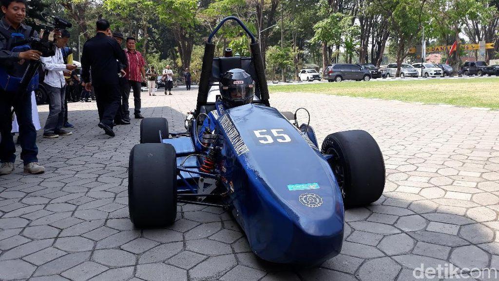 Hebat! Mobil Balap Buatan Mahasiswa Siap Berlomba di Jepang