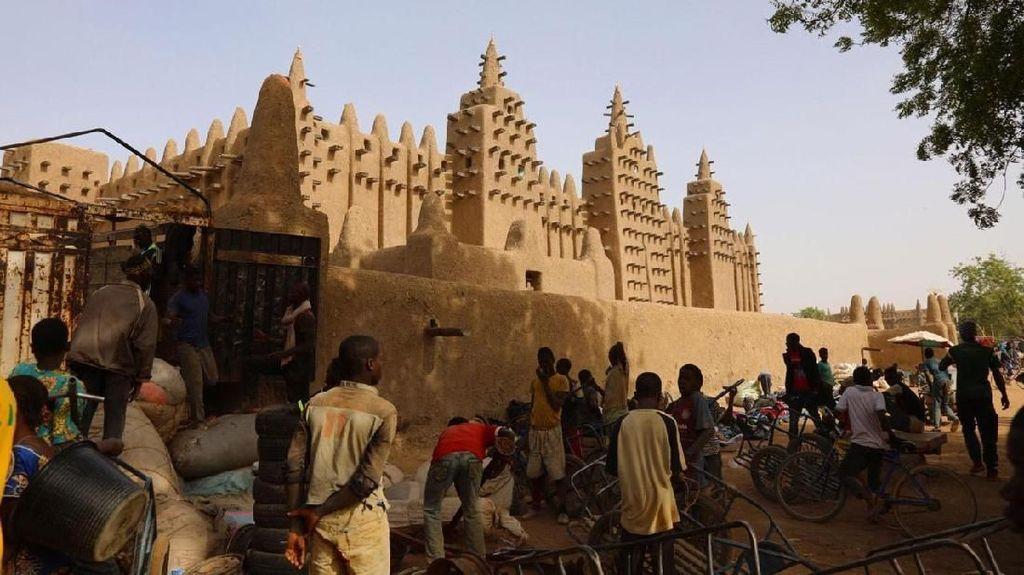 Potret Masjid Megah dari Lumpur di Mali