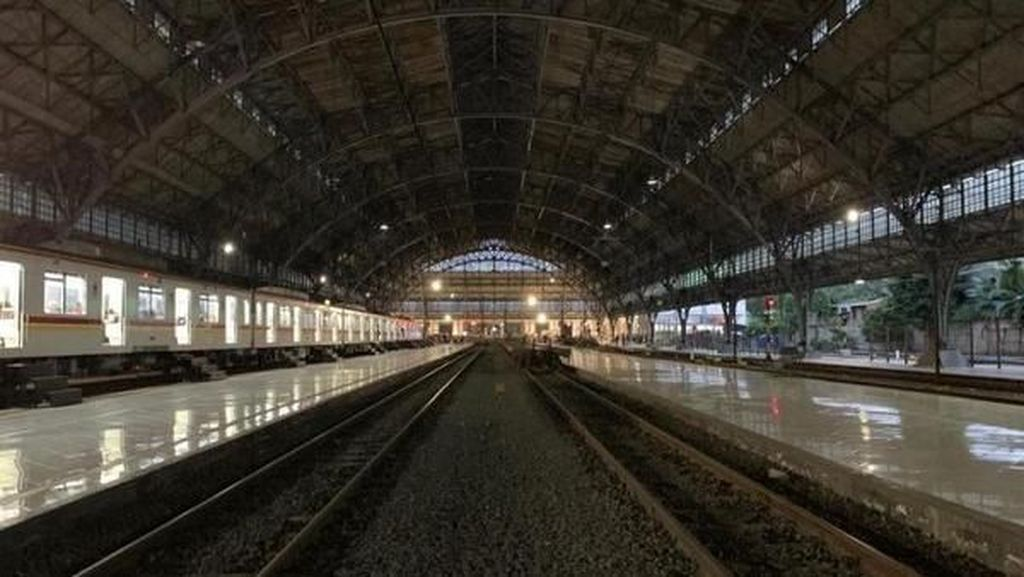 Stasiun Tanjung Priuk yang Terjaga Keasliannya