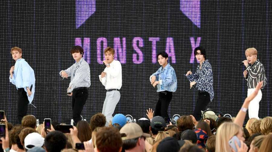 BTS Absen, Monsta X Main di Teen Choice Awards