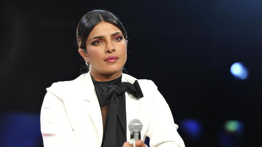 Priyanka Chopra Disebut Munafik, Jadi Perempuan Paling Dibenci Bollywood