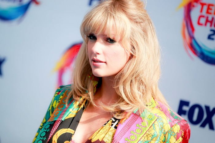 HERMOSA BEACH, CALIFORNIA - AUGUST 11: Taylor Swift attends FOXs Teen Choice Awards 2019 on August 11, 2019 in Hermosa Beach, California. (Photo by Rich Fury/Getty Images)