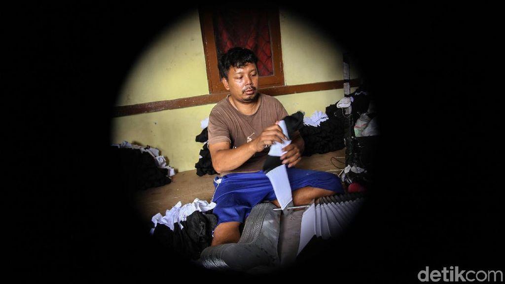Keren! Industri Kaus Kaki Rumahan di Bekasi Tembus Pasar Nasional