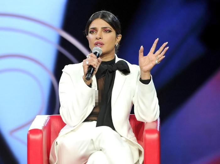 Priyanka Chopra di acara Beautycon 2019. (Foto: Araya Diaz/Getty Images)