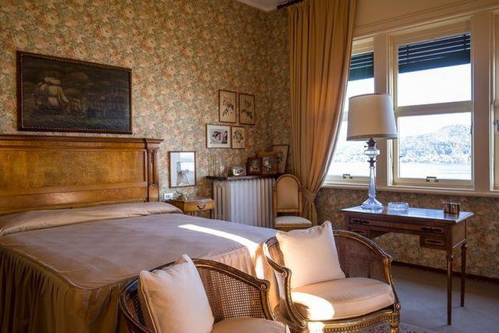 Villa yang bernama Mondadori ini memiliki perkebunan mewah yang membentang 15.000 kaki persegi, termasuk 20 kamar tidur dan 12 kamar mandi. Istimewa/Dok.Mansion Global.