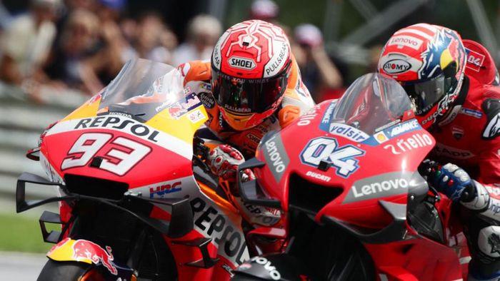Andrea Dovizioso dan Marc Marquez (kiri). (Foto: Lisi Niesner / Reuters)