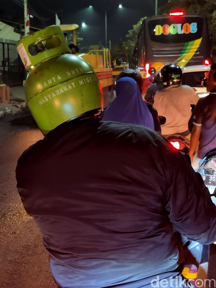 Hanya untuk Masyarakat Miskin, Helm Unik ala Elpiji 3 Kg