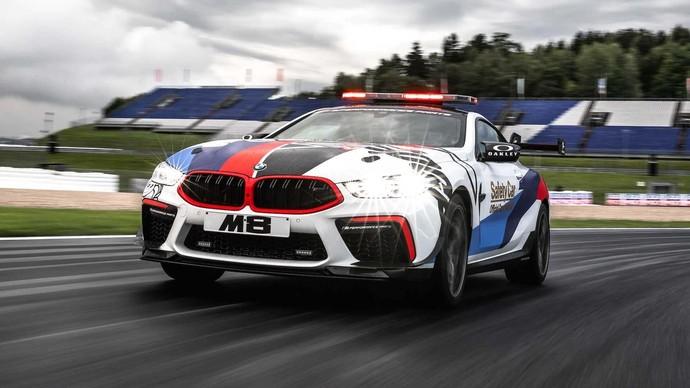 BMW M8 dengan gaya safety car, didapuk sebagai salah satu kendaraan safety selama gelaran MotoGP seri Austria di Sirkuit Red Bull Ring, minggu lalu. Pool/BMW.