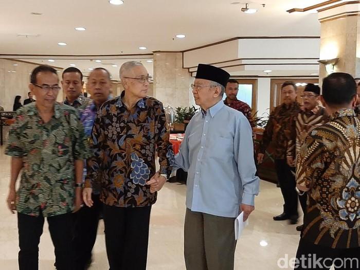 Wakil Presiden RI ke-6, Try Sutrisno, dan KH Salahuddin Wahid (Gus Sholah) (Lisye Sri Rahayu/detikcom)
