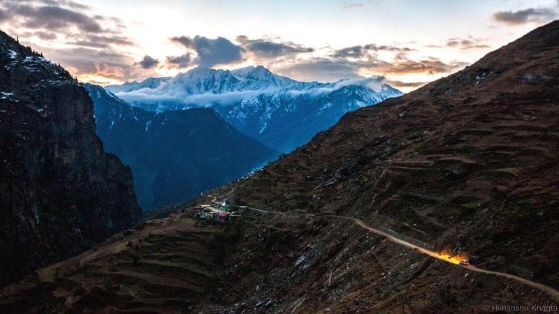 Pegunungan Himalaya punya panjang sekitar 2.400 km, melewati Pakistan, India, Nepal, China dan Bhutan. Di sebuah distrik terpencil di antara Jammu dan Kashmir ada sebuah lembah bernama Pangi. (Himanshu Khagta/BBC)