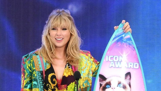 Usai Berpesta, Taylor Swift Hadiri Teen Choice Awards