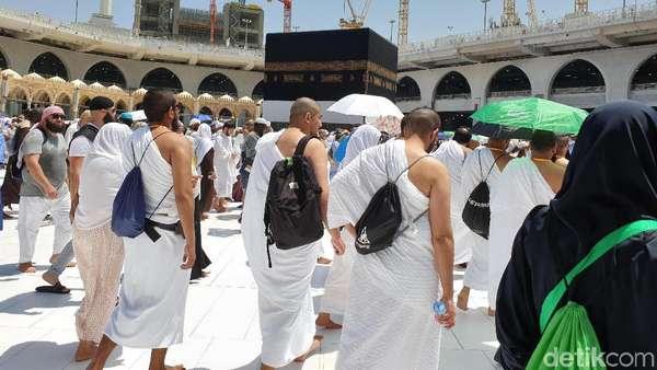Jemaah Haji Berlomba-lomba Umrah Tambahan