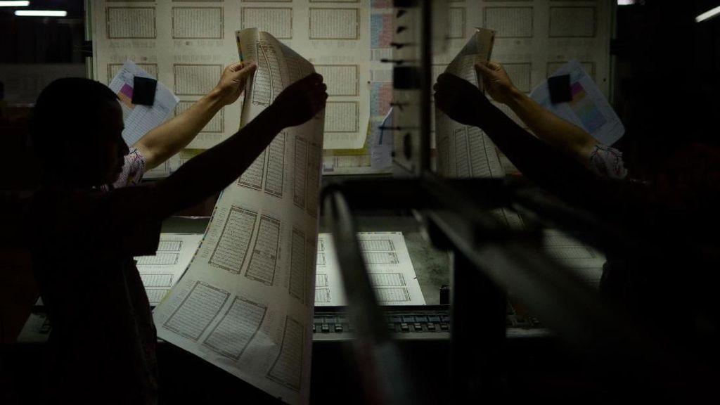 Mengintip Proses Pencetakan Alquran di Bandung