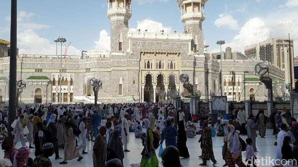 Jemaah Haji Nafar Awal Tinggalkan Mina, Masjidil Haram Padat