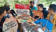 Demi Biaya Anak Sekolah, Pendongeng Indramayu Jalan Kaki Temui Jokowi