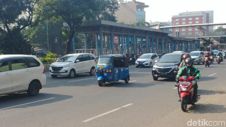 Hari Kedua Uji Coba, Pengendara Masih Langgar Ganjil-Genap di Jl Salemba Raya