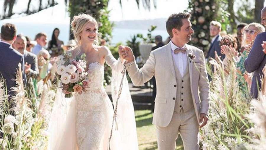 Matt Bellamy Muse Resmi Menikah dengan Model Video Klipnya