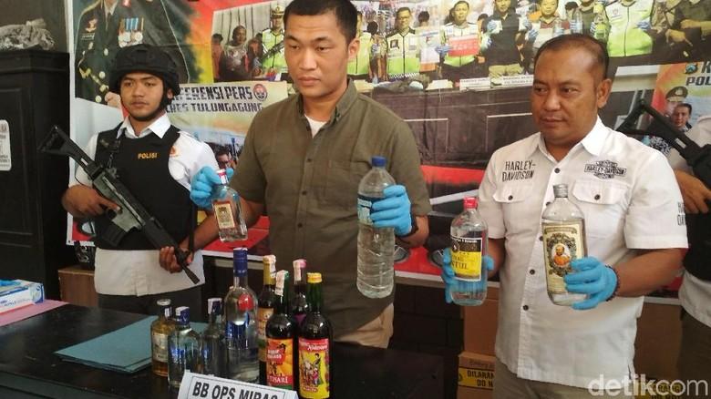 Pedagang Miras di Tulungagung Hanya Dibina Setelah Terkena Razia
