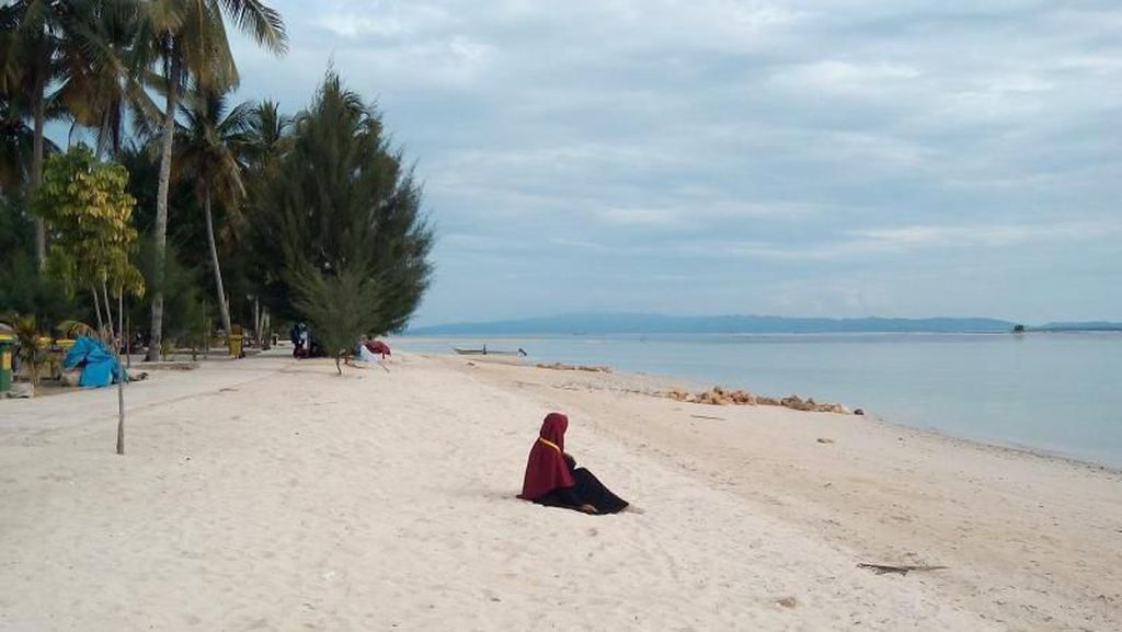 Pantai Pasir Putih Ini Punya Sulawesi Tenggara