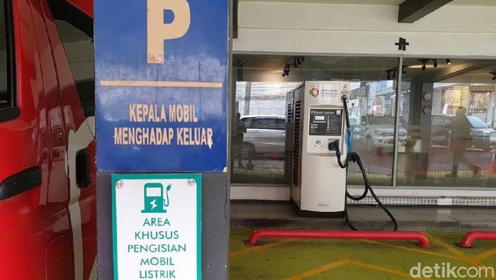 SPLU untuk Cas Mobil Listrik di Jakarta