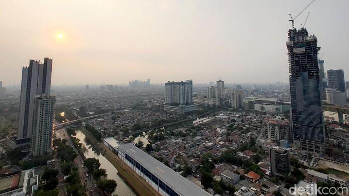 Berulang kali, Jakarta menempati urutan pertama kota dengan polusi terburuk di dunia. (Foto: Rachman Haryanto)