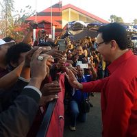 Pakai Seragam PDIP, Ahok Sapa Warga 'Nusa Terindah Toleransinya'