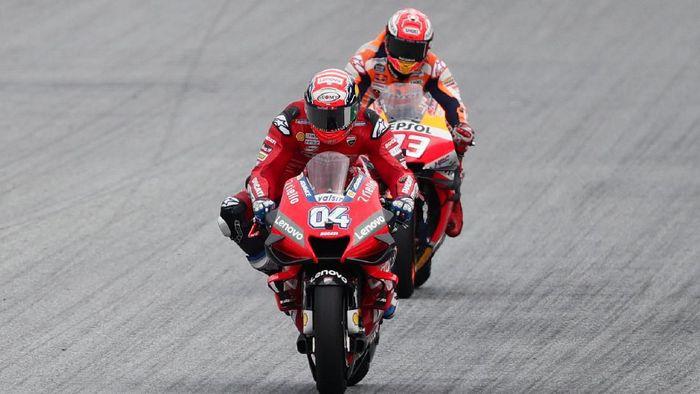 Andrea Dovizioso juara MotoGP Austria usai menyalip Marc Marquez di tikungan terakhir (Foto: Lisi Niesner/Reuters)
