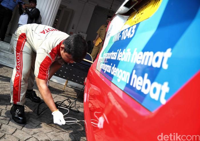 Gubernur DKI Jakarta, Anies Baswedan, meluncurkan secara resmi aplikasi e-Uji Emisi di Balai Kota DKI Jakarta, Selasa (13/8/2019). Dia berharap, aplikasi ini bisa mempermudah masyarakat menguji emisi kendaraan.