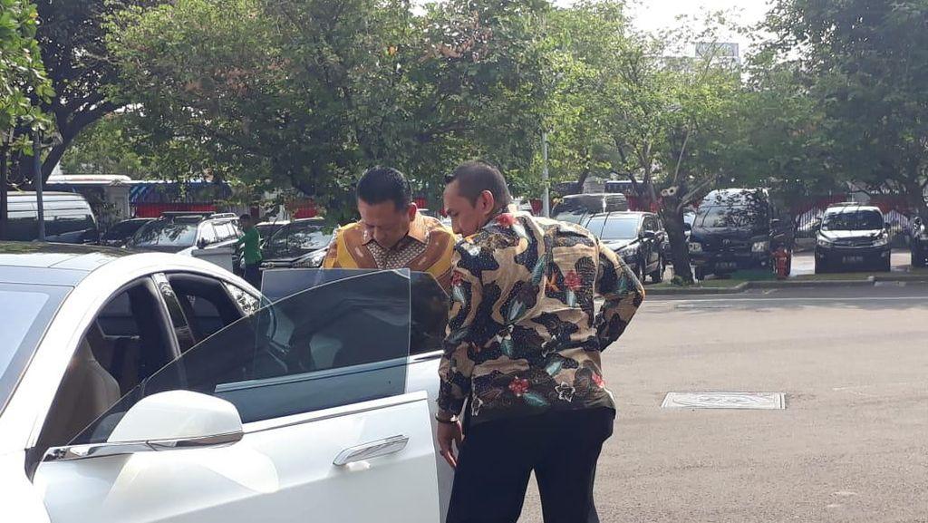Bamsoet Sengaja Naik Tesla saat Bertemu Jokowi di Istana