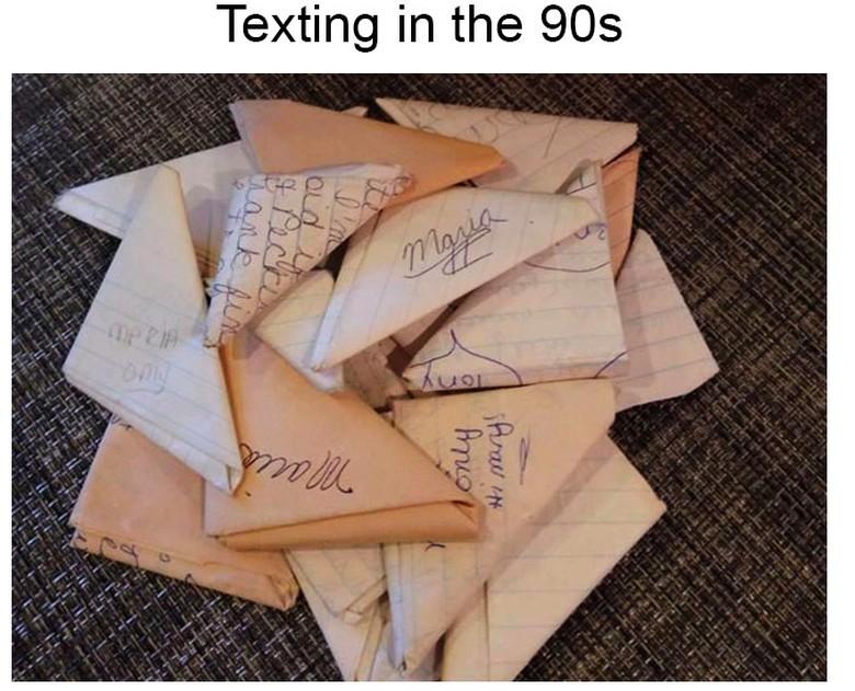 Belum ada SMS atau WhatsApp, remaja masa silam suka menulis surat. Foto: Bored Panda