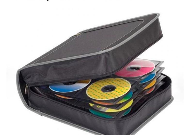 Tempat menyimpan bermacam CD, mungkin ada CD musim sampai software. Foto: Bored Panda