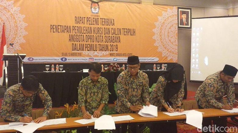KPU Tetapkan 50 Anggota DPRD Surabaya Terpilih