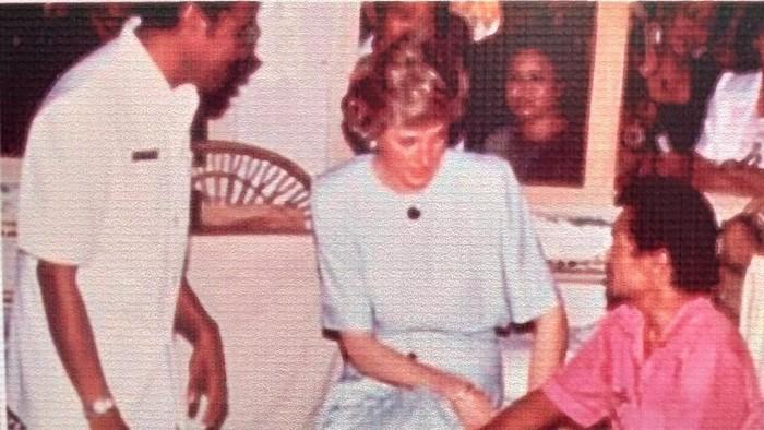 Lady Diana saat kunjungi pasien kusta di Indonesia. (Foto: dok. RS Kusta dr Sitanala Tangerang)