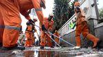 PPSU dan Damkar Bikin Trotoar Tanah Abang Kinclong Pasca-Idul Adha