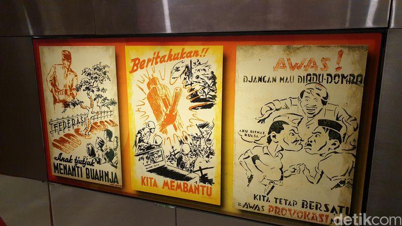 Mari kita masuk ke Diorama Sejarah Perjalanan Bangsa. Di sini ada poster-poster jadul zaman dulu (Ahmad Masaul Khoiri/detikcom)