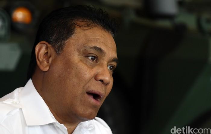 Abraham Mose adalah Direktur Utama PT Pindad (Persero). Pria kelahiran Gorontalo itu diangkat menjadi Direktur Utama PT Pindad (Persero) lewat Surat Keputusan Menteri BUMN nomor SK-169 / MBU / 08/2016.