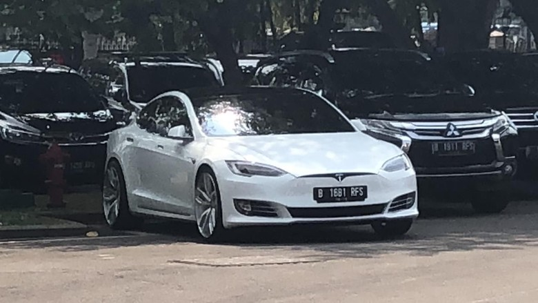 Mobil listrik Tesla milik Bamsoet. Foto: Andhika Prasetia/detikcom