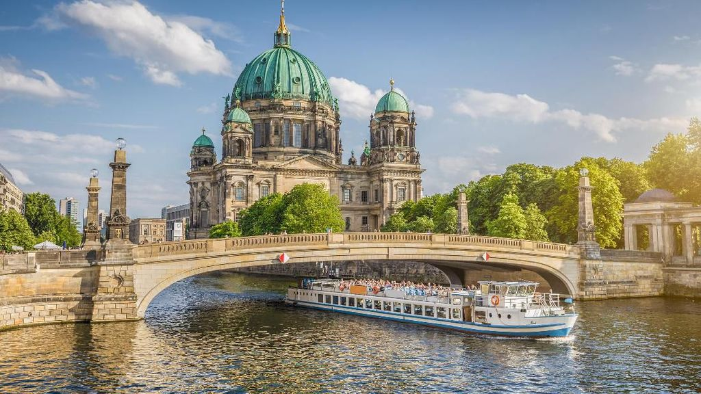 Gara-gara Orang Pipis di Jembatan, 4 Turis di Jerman Luka-luka
