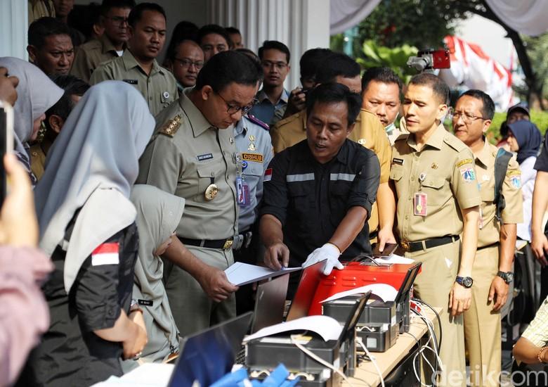 Anies luncurkan aplikasi e-Uji Emisi. Foto: Pradita Utama