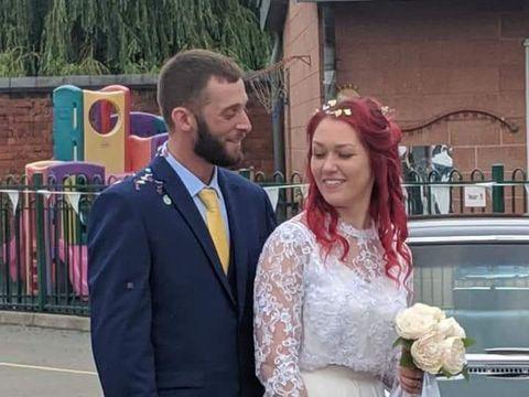 Bertemu Saat TK, Pasangan Ini Gelar Pernikahan di Aula Sekolah Mereka Dulu