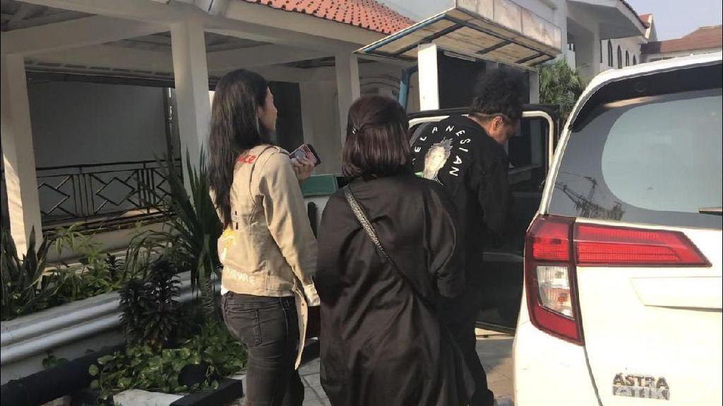 Dinilai Arie Kriting Wanita Sederhana, Indah Permatasari Tersipu