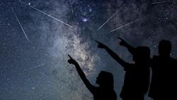 Jangan Lewatkan! Bulan Apogee dan Puncak Hujan Meteor Perseid