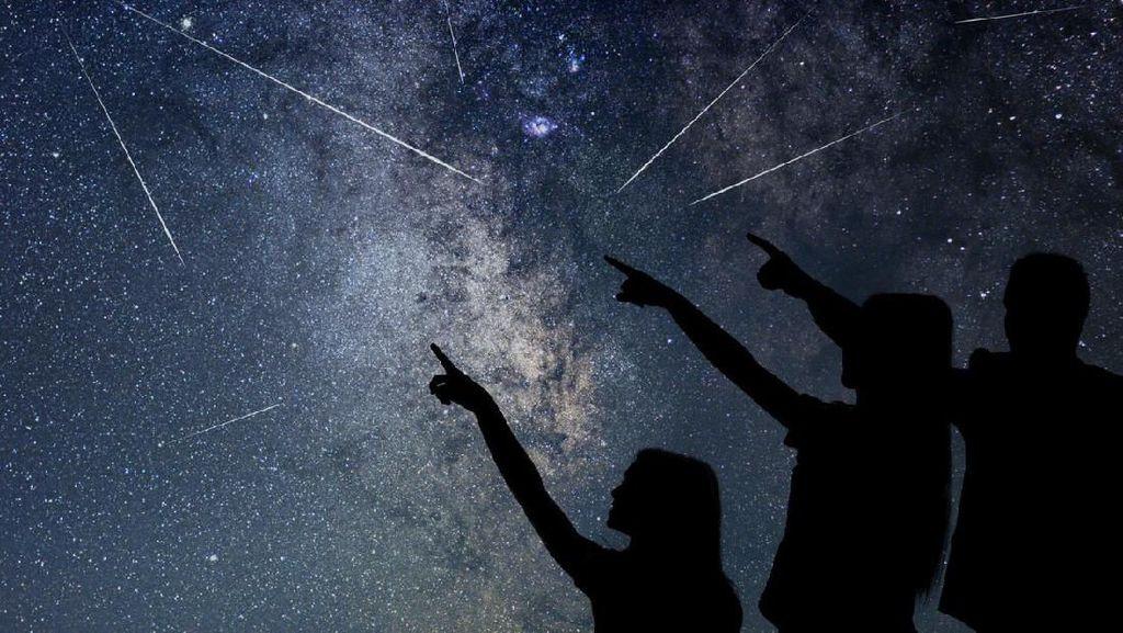 Sejumlah Warga Lihat Benda Misterius Meluncur di Langit Subang-Purwakarta